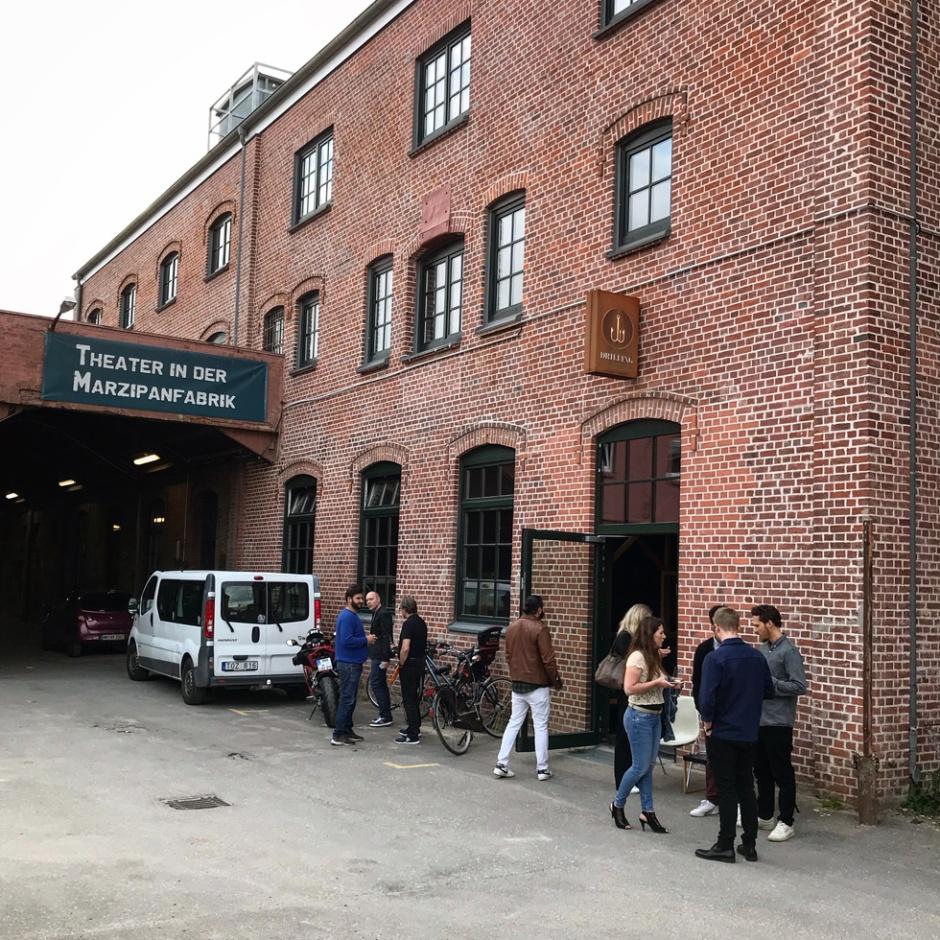 Drilling in Hamburg (Whisky Bar Micro Craft Distillery Spirits Gin Nightlife Afterwork Dramming BarleyMania)